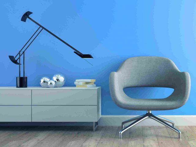 https://www.consolver.it/wp-content/uploads/2017/05/image-chair-blue-wall-640x480.jpg