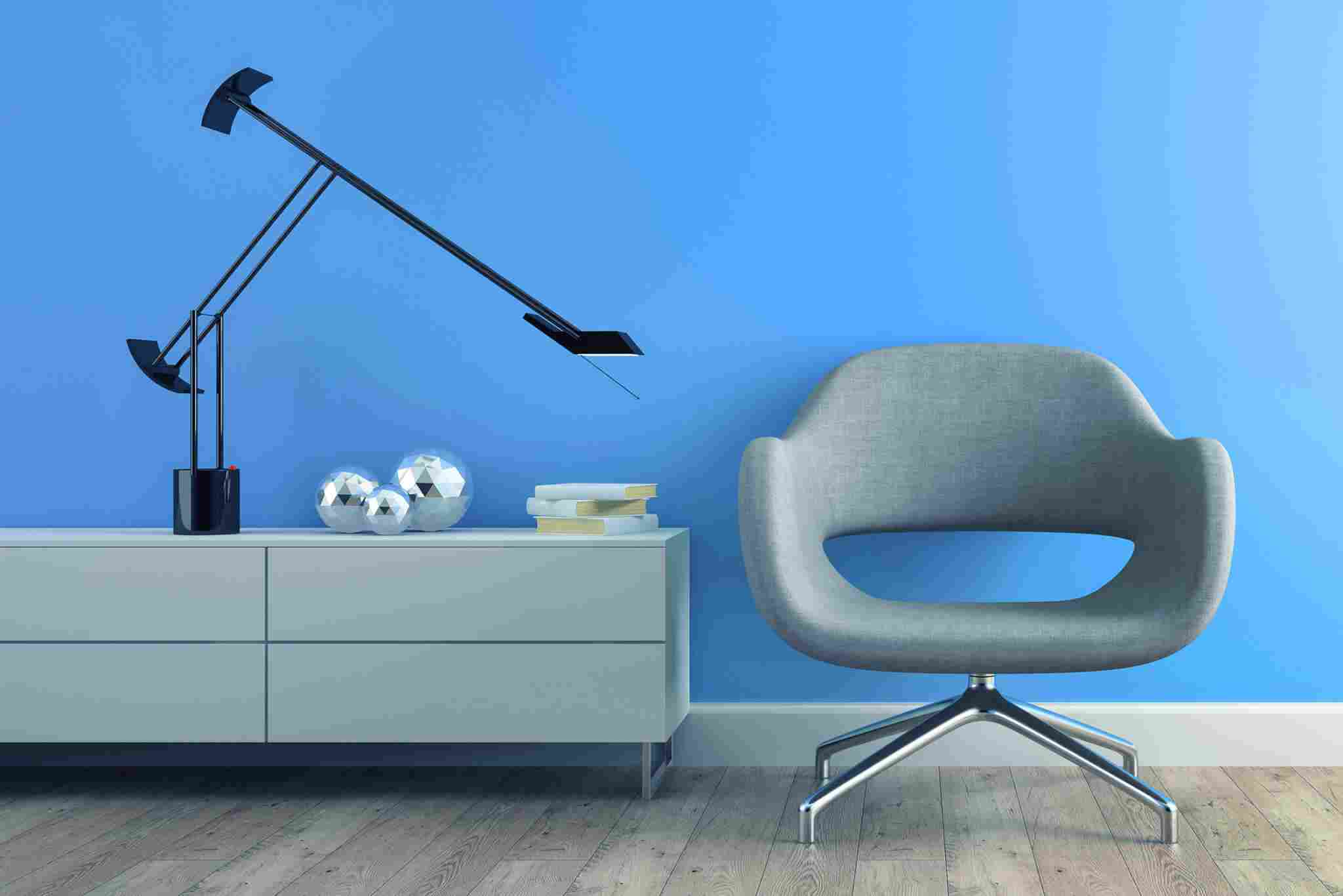 https://www.consolver.it/wp-content/uploads/2017/05/image-chair-blue-wall.jpg